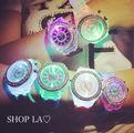 光るLEDウォッチ7カラーに光る腕時計