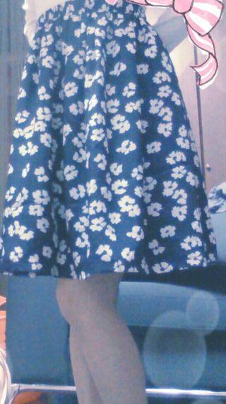 花柄膝上スカート