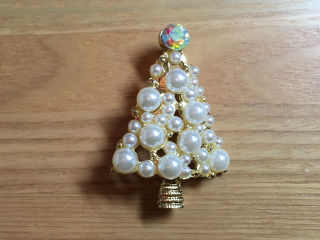 ホワイトクリスマスツリーブローチ