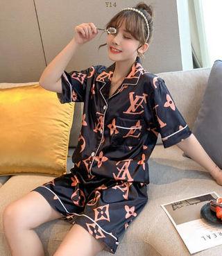 国.内発送人気の美品パジャマ