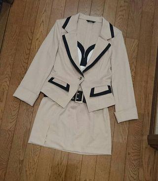 AVA スーツ