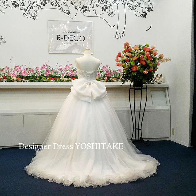 お花のオーバースカート付き ウエディングドレス