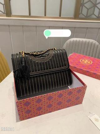 人気新作。美品。バッグ。綺麗。国内発送