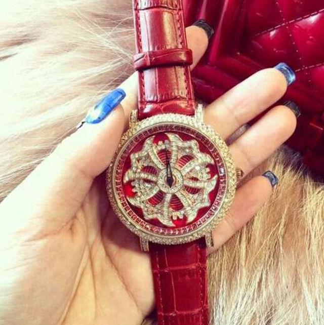 新品大人気芸能人愛用ぐるぐる時計(ノーブランド ) - フリマアプリ&サイトShoppies[ショッピーズ]