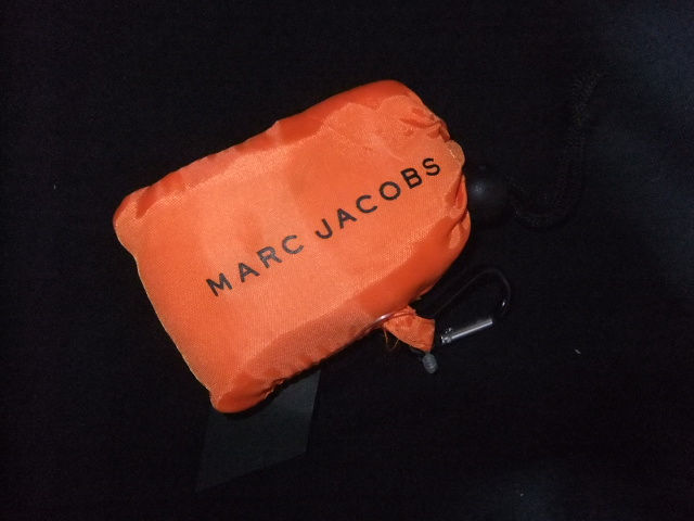 新品マークジェイコブス★折り畳みエコバッグ/OR(MARC JACOBS(マークジェイコブス) ) - フリマアプリ&サイトShoppies[ショッピーズ]