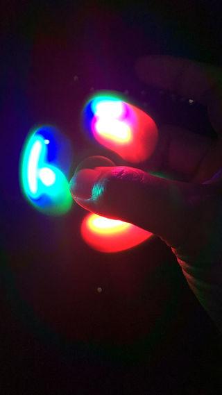 09・HAND SPINNER光る指先くるくるおもちゃ/