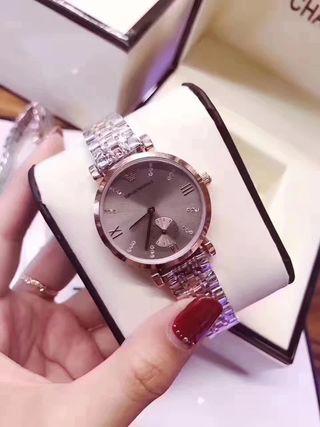人気新品 Emporio Armani シャレな腕時計