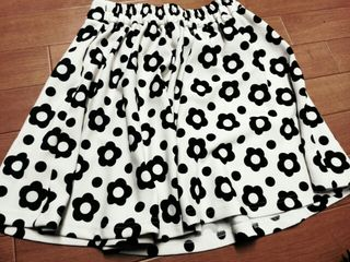 デイジー柄スカート