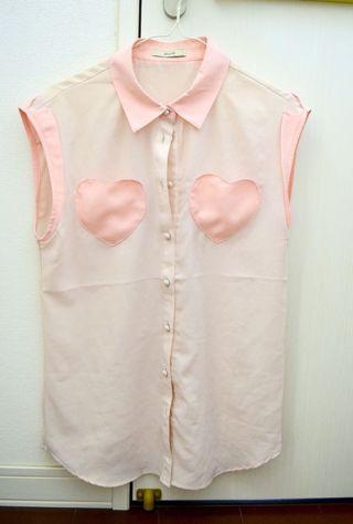 胸ポケットが可愛いブラウス