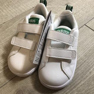 adidas キッズスニーカー