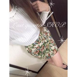 パール装飾KT×花柄SKフェミニンコーデ