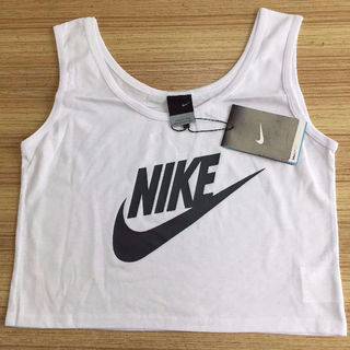 Nike腹出しタンクトップ ホワイトとブラック選択!