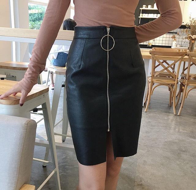 ハイウエストチャーム付きレザースカート全2色