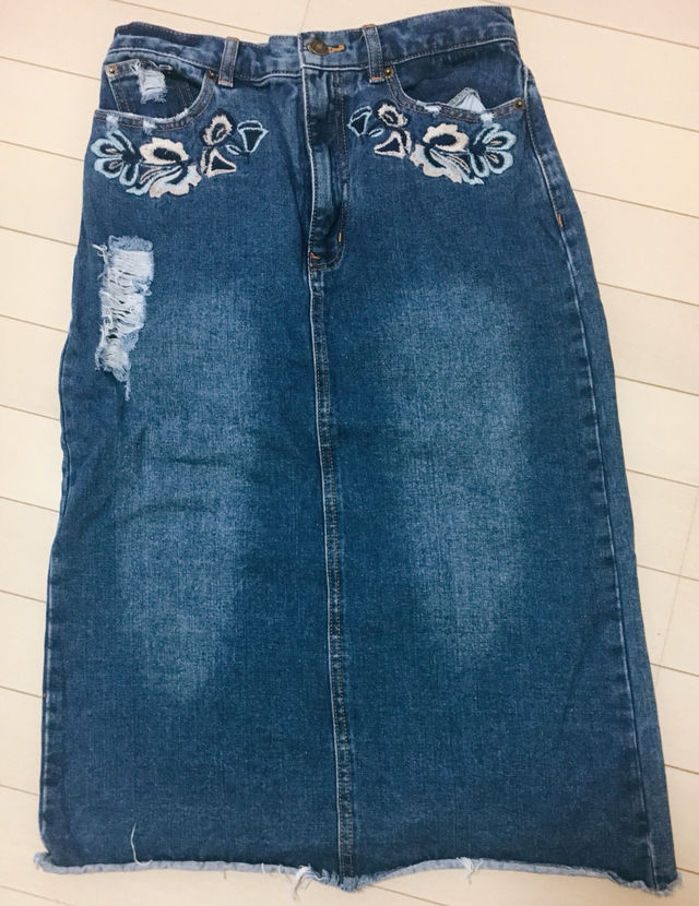 美品 刺繍 デニムスカート(しまむら(シマムラ) ) - フリマアプリ&サイトShoppies[ショッピーズ]
