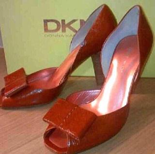 DKNY エナメル リボンパンプス 23cm