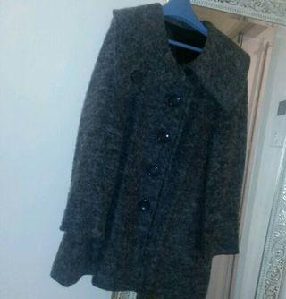 可愛いグレーのPコート