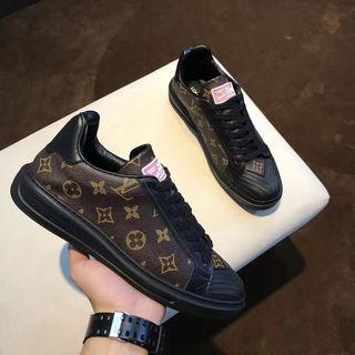 美品、Louis Vuitton スニーカー