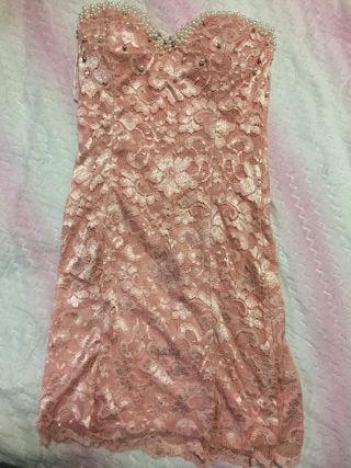 ピンクレース刺繍ミニドレス