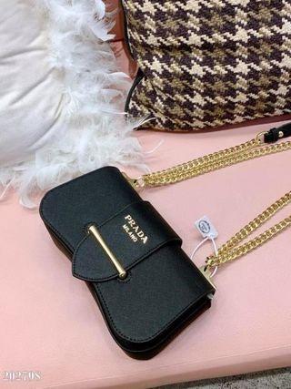 美品Prada綺麗なショルダーバッグ。