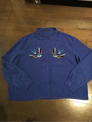 kawi jamele の青のシャツ
