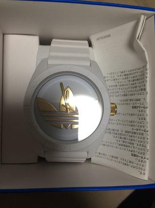 アディダスの時計