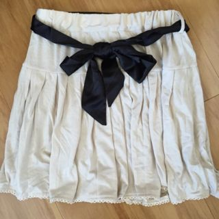 アロープリーツスカート