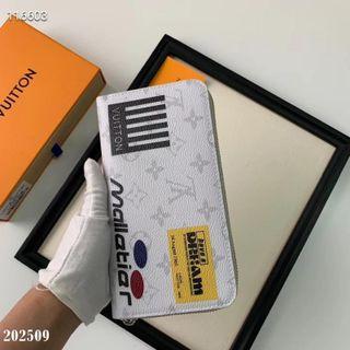 国内発送注目された美品 新作財布