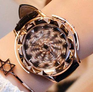 新品♡ラグジュアリー レザー Flower ぐるぐる 腕時計