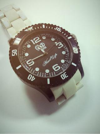 ネスタ腕時計