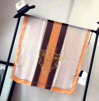 注目された美品!大人気 シルクスカーフ