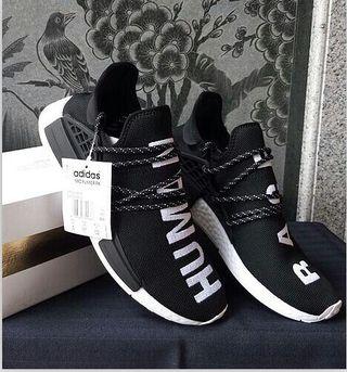 adidas NMD HumanRaceスニーカー