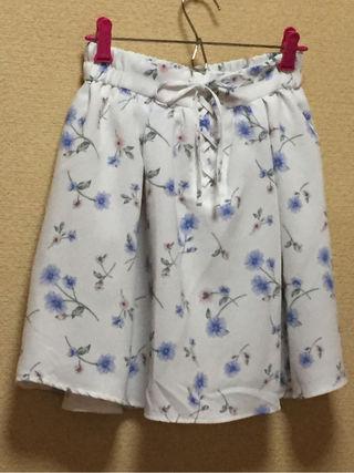 小花柄おりぼんフレアスカート