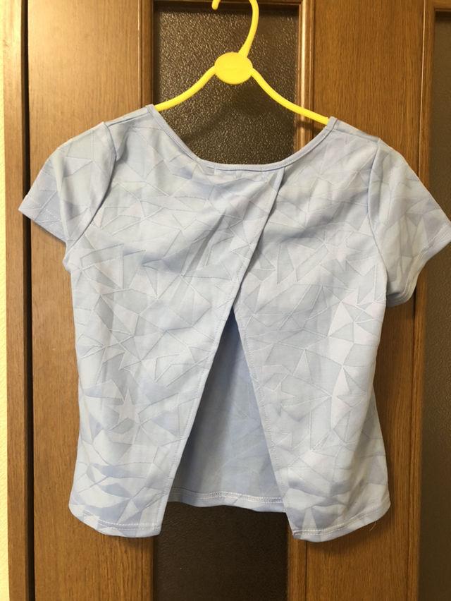ショート丈背中あきTシャツ