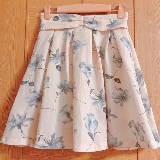 マジェスティックレゴン アイボリーの花柄キュロットスカート
