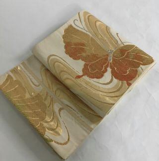 袋帯 クリーム色 蝶々 金彩 六通柄