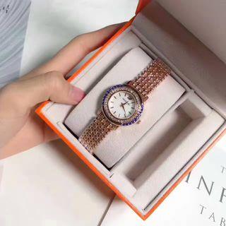 SWAROVSKI  人気腕時計 シャレな注目の腕時計 上品