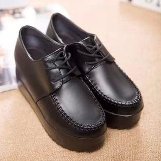 新品送料無料*かわいい 厚底ブーツ ブラック 黒