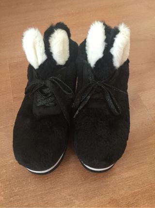ウサギのスニーカー