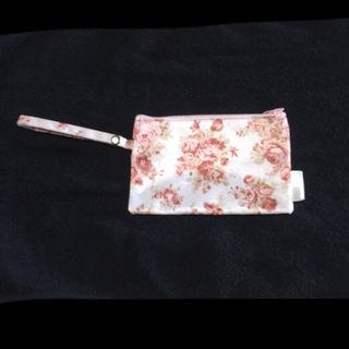 新品LIZ LISA 花柄ミニポーチ