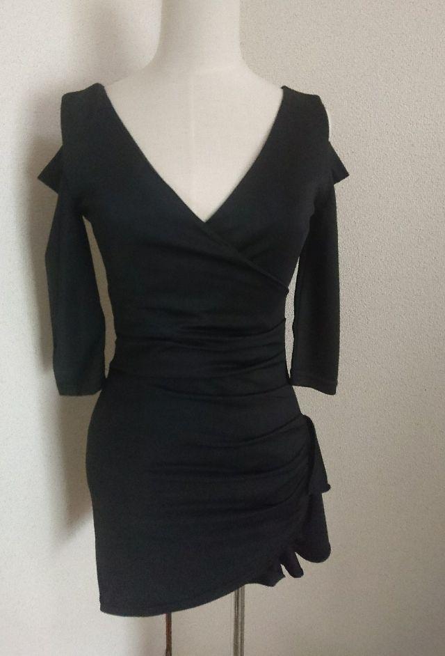 ブラック裾シャーリング胸元Vあきミニセクシーワンピース