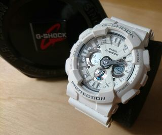 CASIO G-SHOCK ホワイト