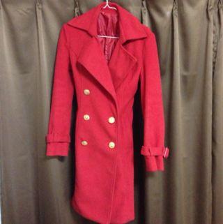 真っ赤なロングコート