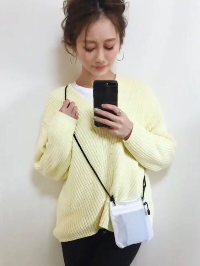 定価5,389円パステルVネックニットイエロー黄色