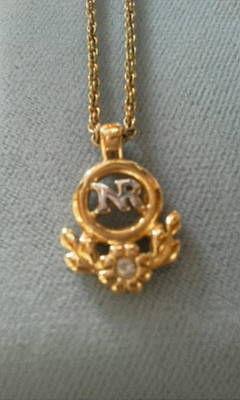 ニナリッチ小さめトップ「NR」ロゴネックレス