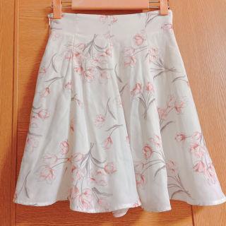 ティティアンドコー 白のピンクの花柄キュロットスカート