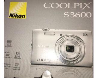 (送料無料)Nikonデジタルカメラ