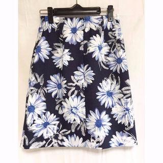 涼☆ネイビーに浮かぶ白の花々膝丈スカート エム・アート