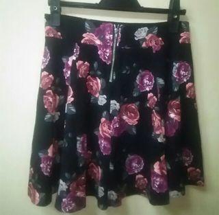 H&Mused美品バラ柄フレアーミニスカピンク系