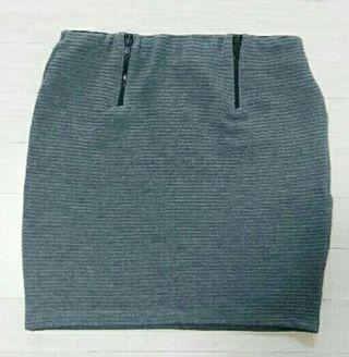 Bershkaコーデュロイタイトスカート