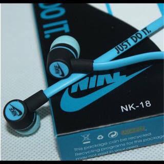 新品 NIKE イヤホンカナル型 ブルー